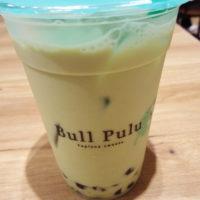 松戸駅東口のタピオカドリンク店 ブルプル(Bull Pull) イトーヨーカドー松戸店で、やさしい味の抹茶ミルクを味わう。