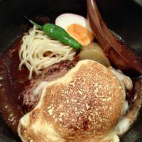 松戸市八ヶ崎の山本のハンバーグ テラスモール松戸店で、名物「山本のハンバーグ」をいただく。ゴルゴンゾーラなどのクリームがあふれ出て・・・
