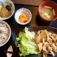新鎌ヶ谷駅徒歩5分のカフェ 波音(HAON)にて波音セット(生姜焼き)ランチ。 手づくりケーキもつけてゆったり